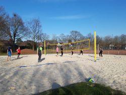 Weiter lesen   Volleyballer trainieren fleißig Outdoor!